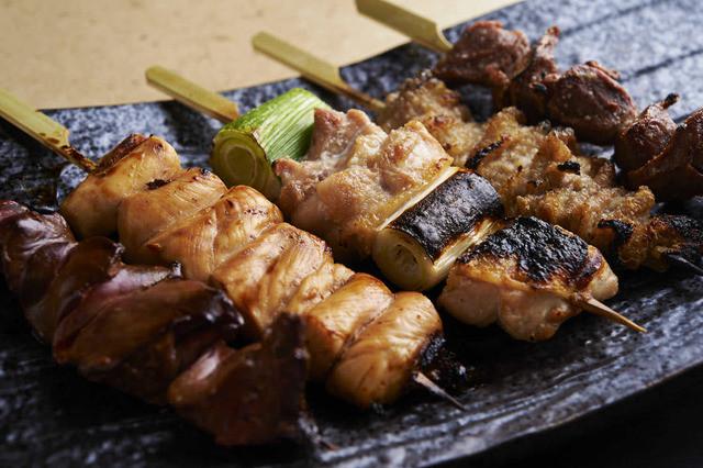 【酉一途 西新宿店】の地鶏を使った焼き